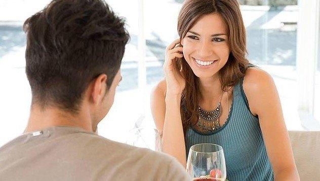 como tratar a un hombre timido y conseguir que te hable