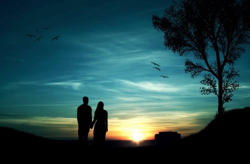puesta de sol en pareja como detalle de amor